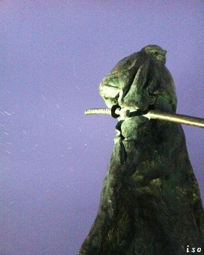 雪の龍馬像