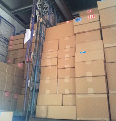 カステラを梱包した荷物
