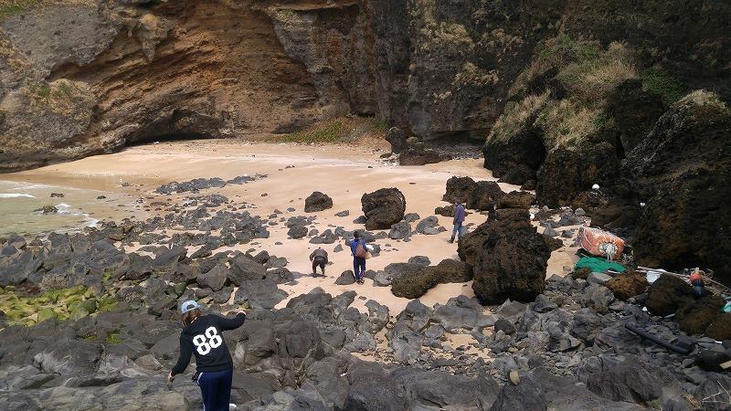 休日は海岸清掃で海辺も気持ちもすっきり!