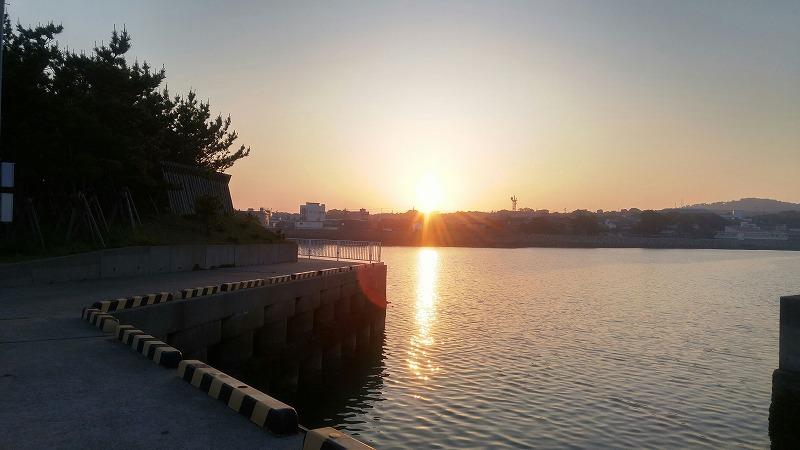 島の夕陽に癒されます。