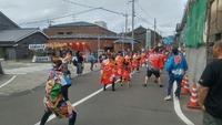 島の商店街でのお祭りは大賑わい!