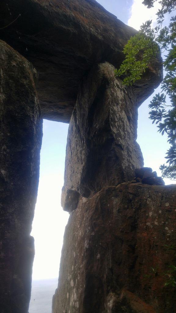 野崎島にある謎の巨石「王位石」へ!!
