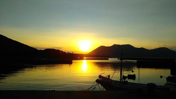 島の朝日は美しい。。。