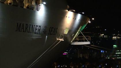 ★秘密裏の入港!超大型客船